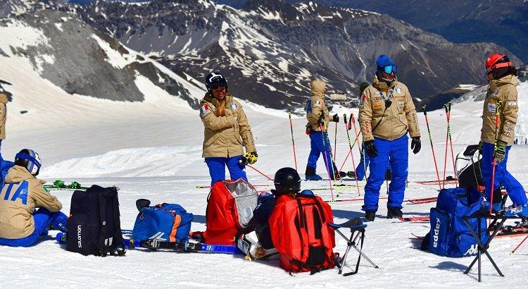 Le polivalenti di Cdm al secondo giro in pista sulle nevi di Les Deux Alpes. Borsotti allo Sport Service Mapei