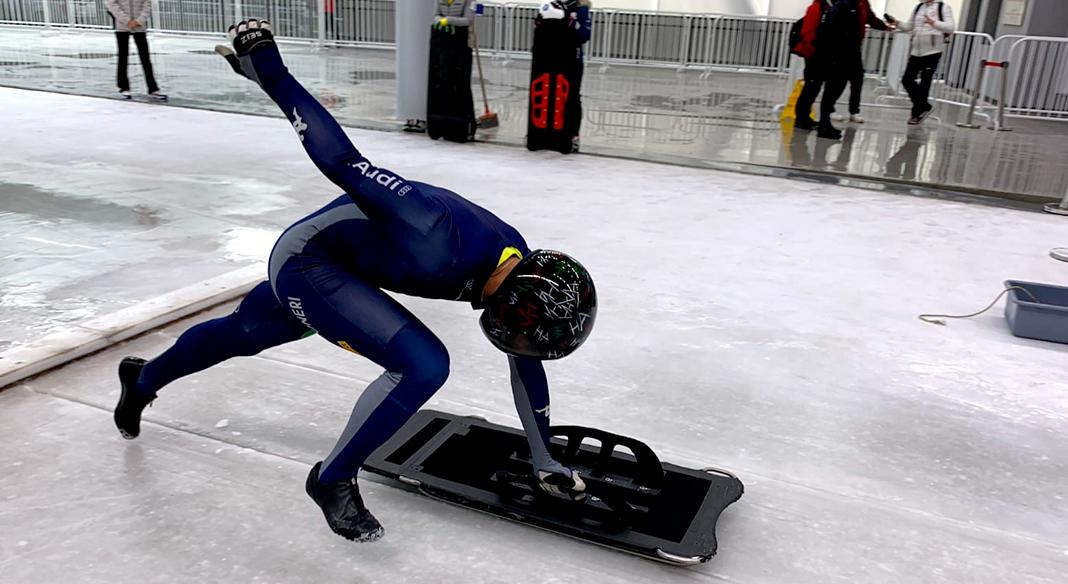 """Skeleton e bob in azione al """"Yanqing National Sliding Centre"""" sulla pista olimpica"""