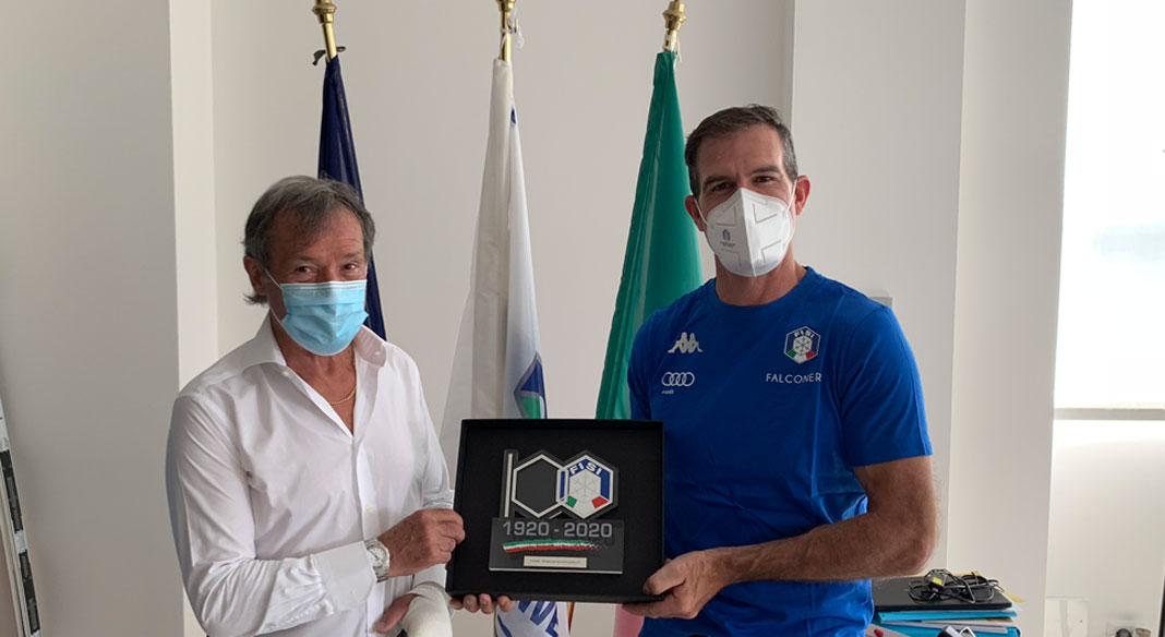 Armin Zoeggeler premiato a Milano con il trofeo dei 100 Anni della FISI